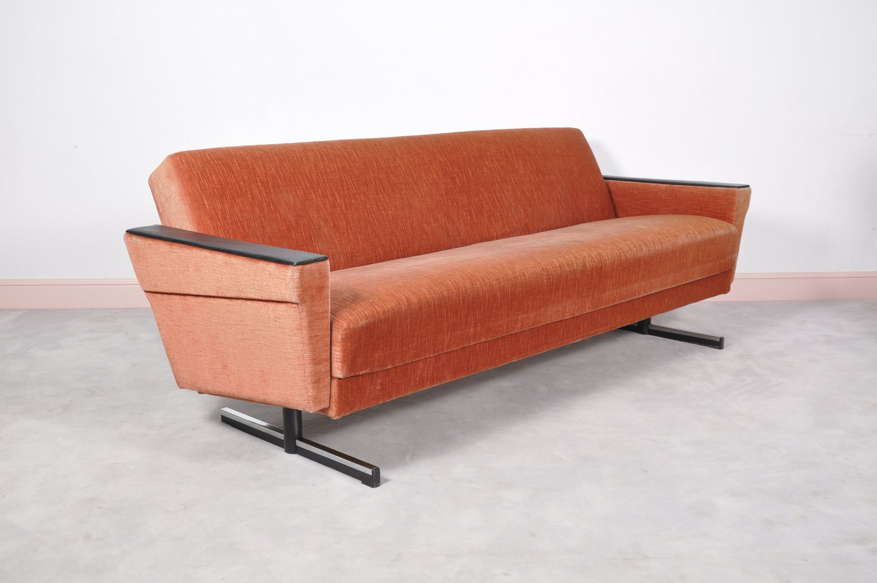 Mid Century Modern Daybed Sofa With Shaker Legs For Sale