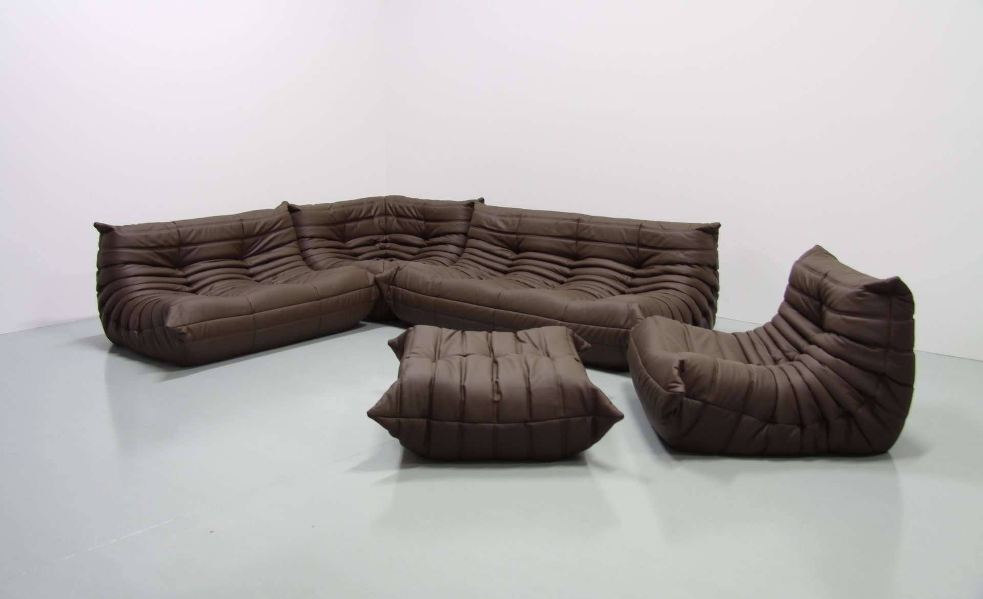 Mid Century Brown Leather Togo Living Room Set By Michel Ducaroy For Ligne  Roset, 1970s Part 68