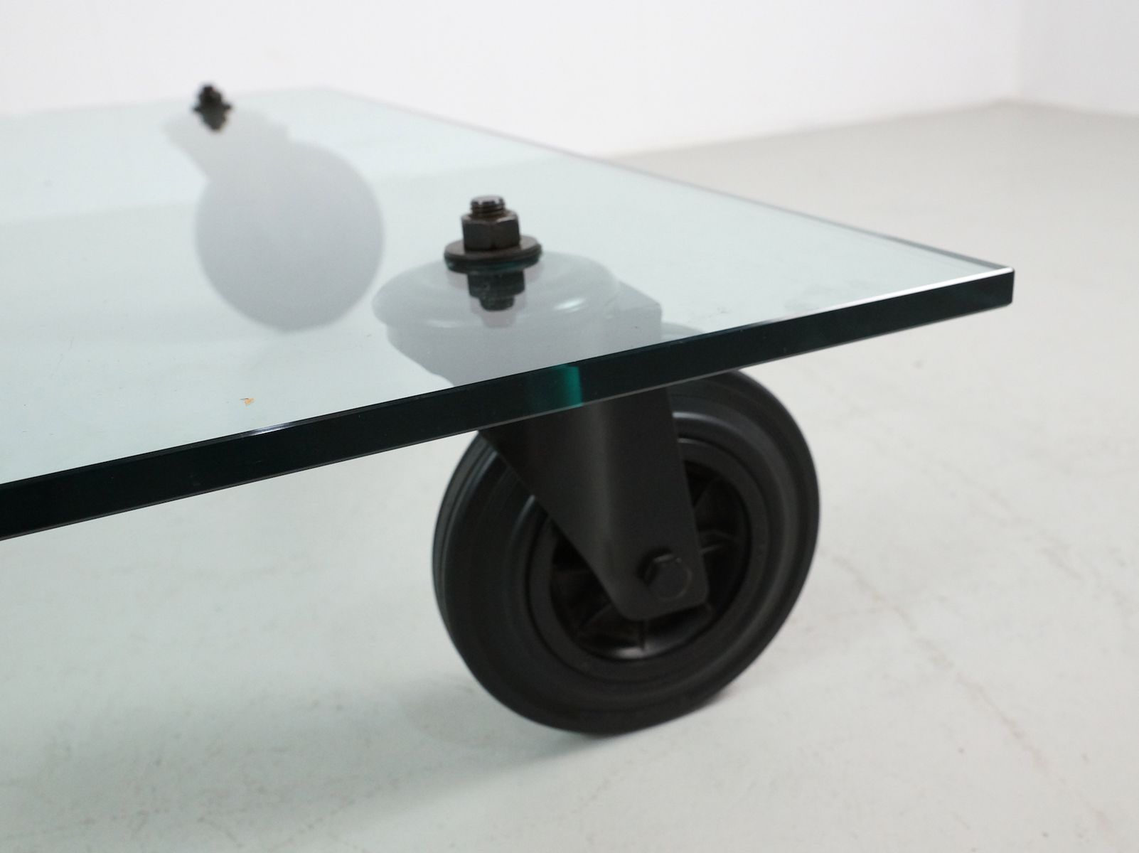 Vintage italian low glass tavolo con ruote coffee table by - Tavolo con ruote gae aulenti ...