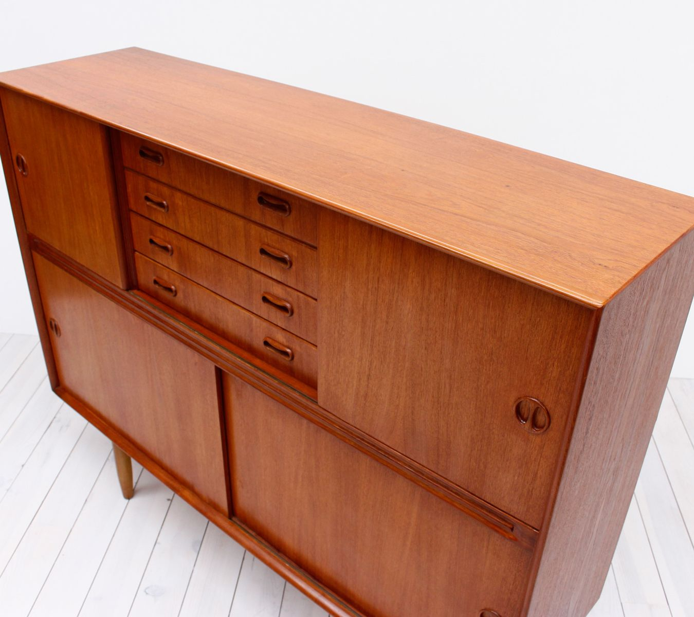 haut buffet en teck danemark 1960s en vente sur pamono. Black Bedroom Furniture Sets. Home Design Ideas