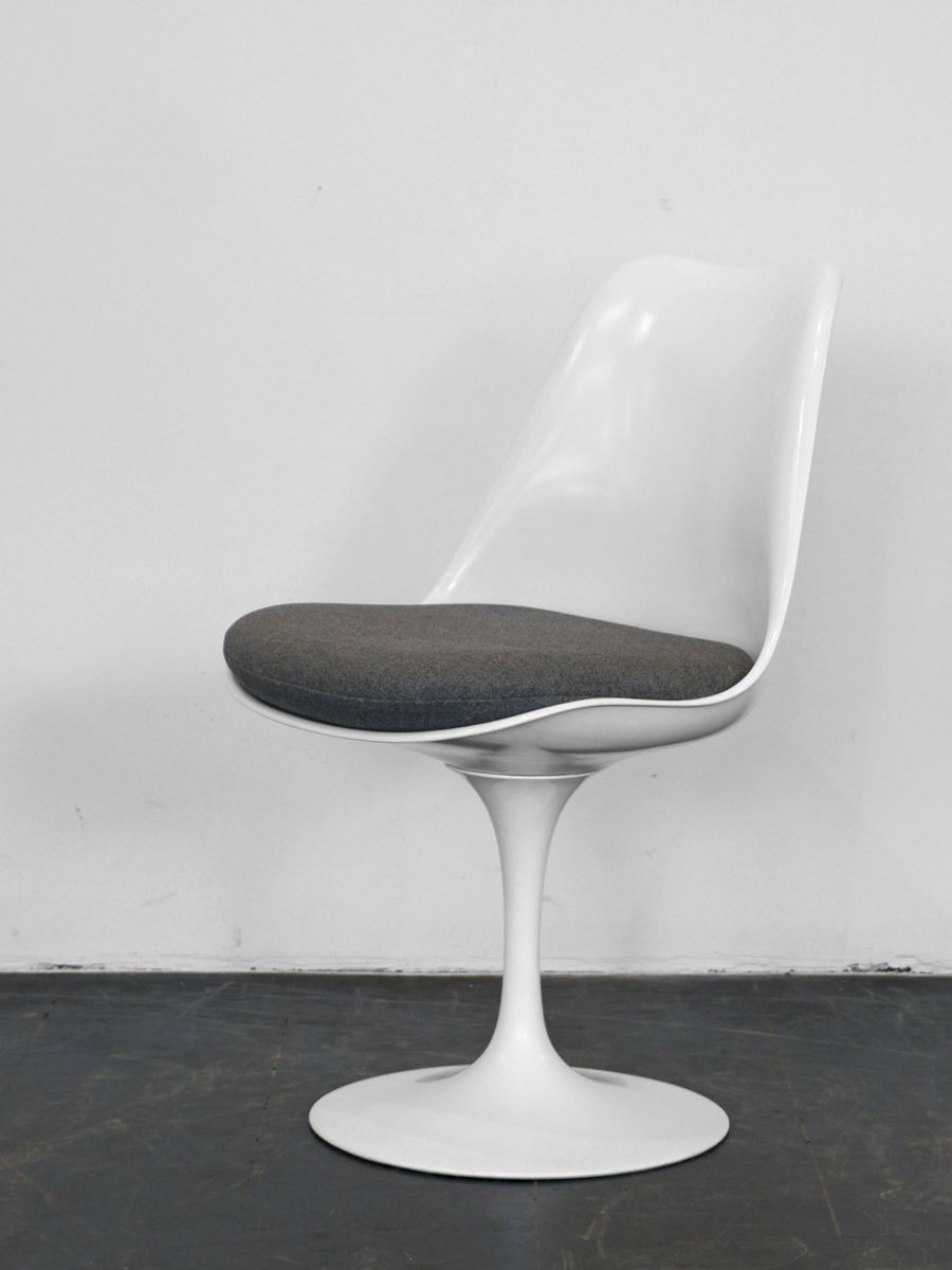 vintage white tulip chair by eero saarinen for knoll for sale at pamono. Black Bedroom Furniture Sets. Home Design Ideas