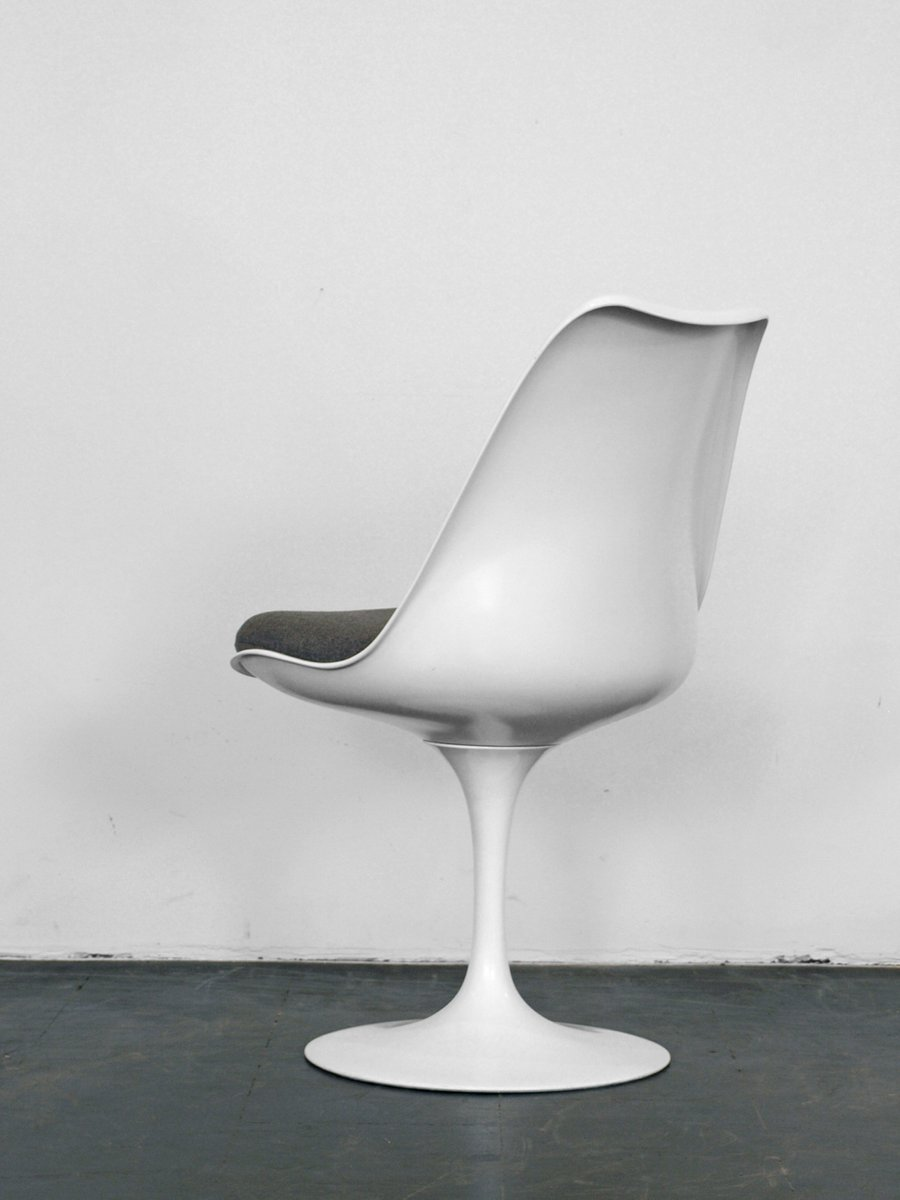 vintage white tulip chair by eero saarinen for knoll for. Black Bedroom Furniture Sets. Home Design Ideas
