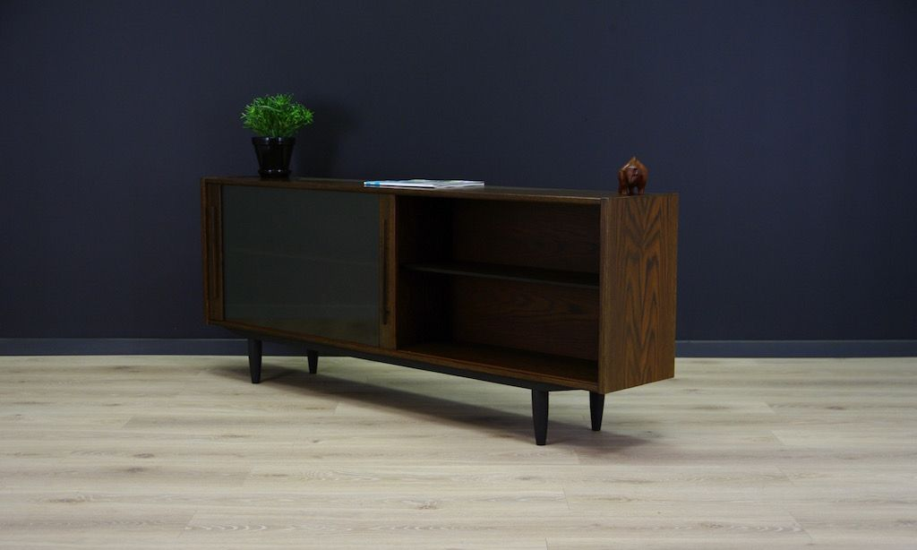 d nisches eiche sideboard mit schiebet ren aus glas 1970er bei pamono kaufen. Black Bedroom Furniture Sets. Home Design Ideas