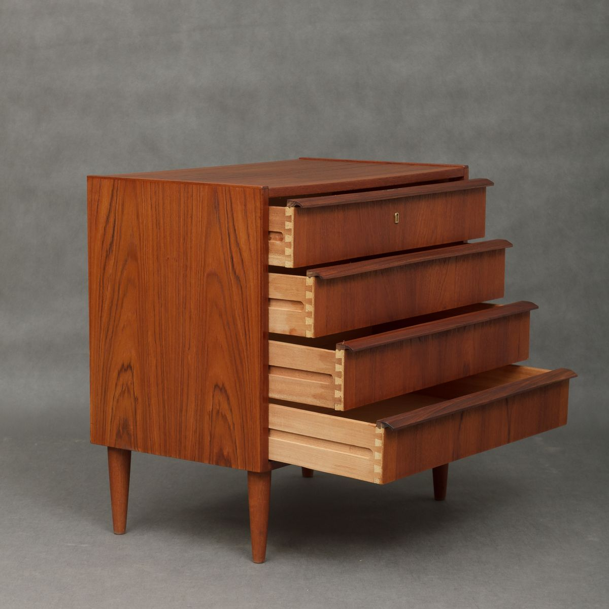 d nische mid century teak kommode mit vier schubladen 1960er bei pamono kaufen. Black Bedroom Furniture Sets. Home Design Ideas