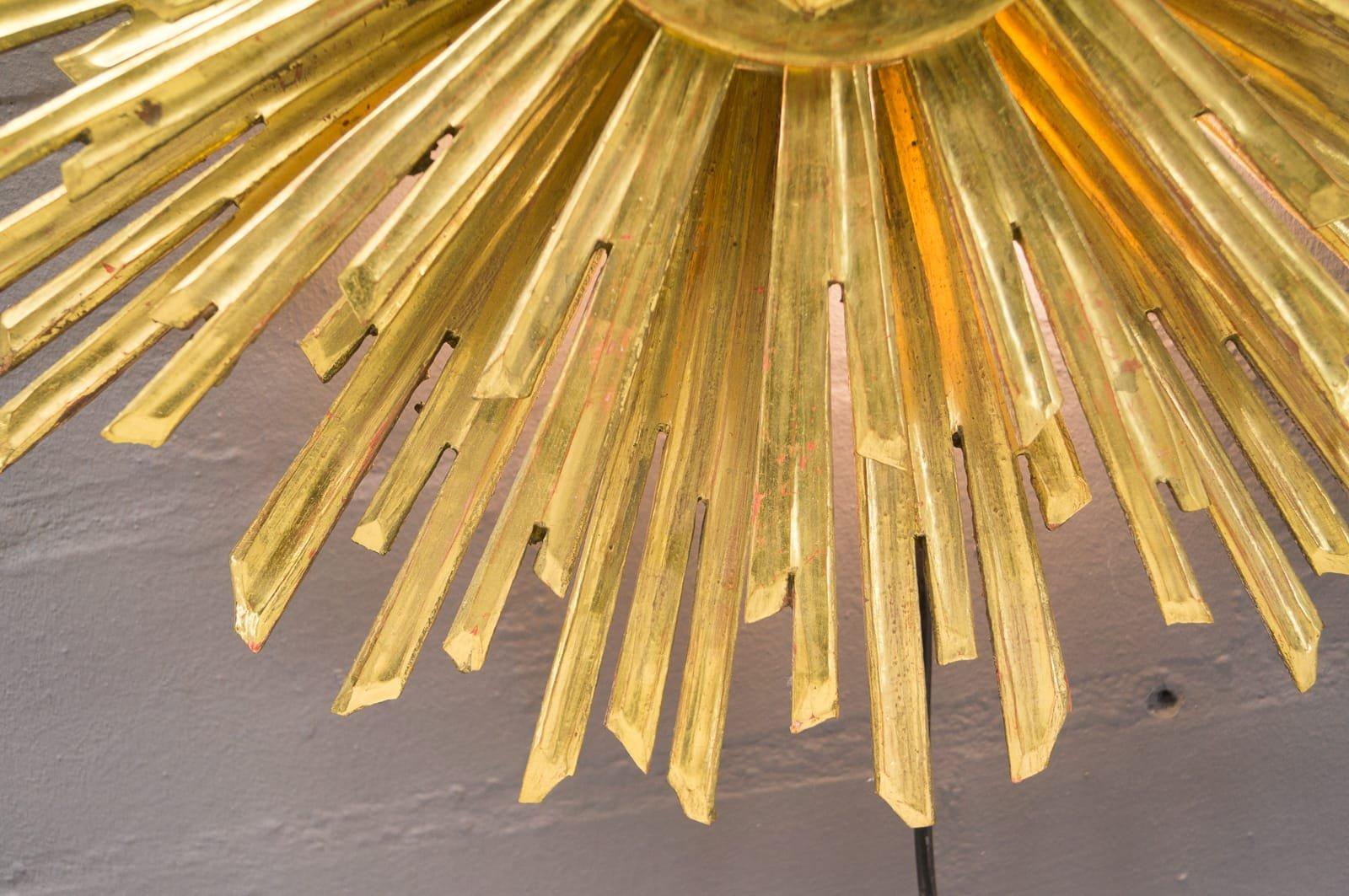 Gro e wandlampe aus holz in sonnen optik 1960er bei for Grosse esstische aus holz