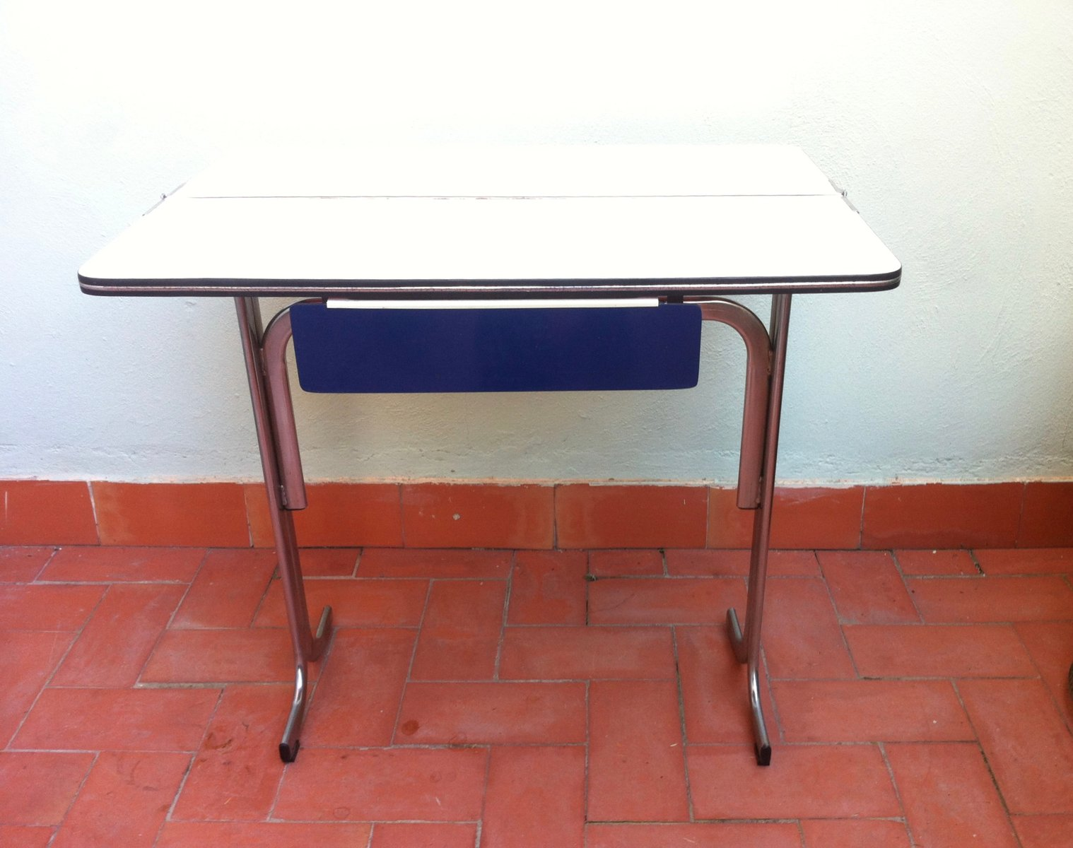 Table de cuisine pliable avec tiroir en formica belgique for Table de cuisine avec tiroir