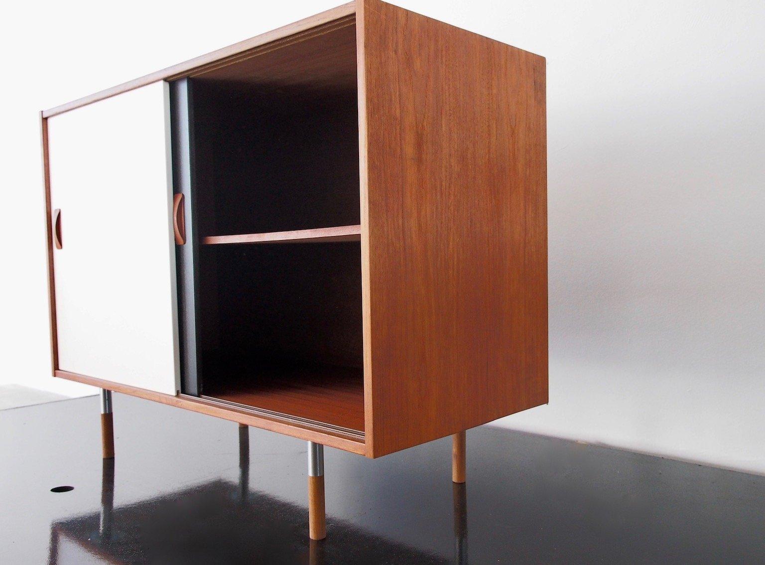 kleines teak sideboard mit schiebet ren in schwarz wei von clausen s n 1960er bei pamono. Black Bedroom Furniture Sets. Home Design Ideas