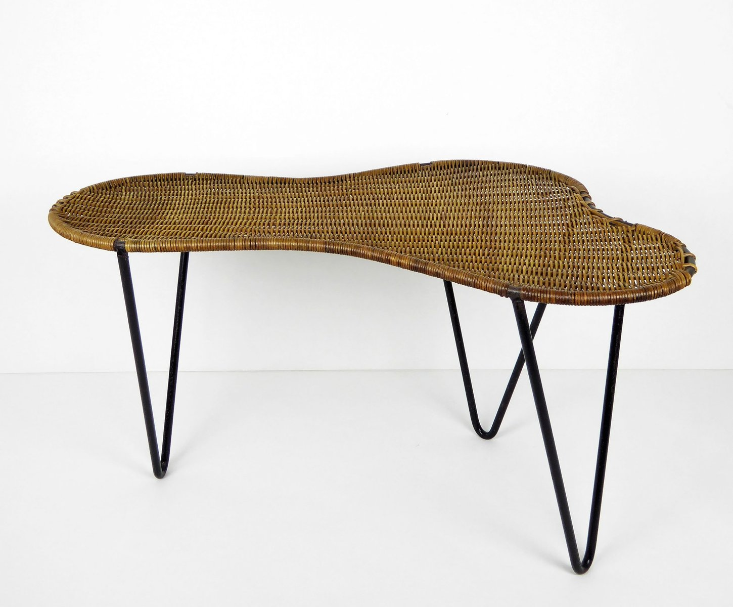 Vintage rattan and black metal rognon coffee table by for Table ronde metal