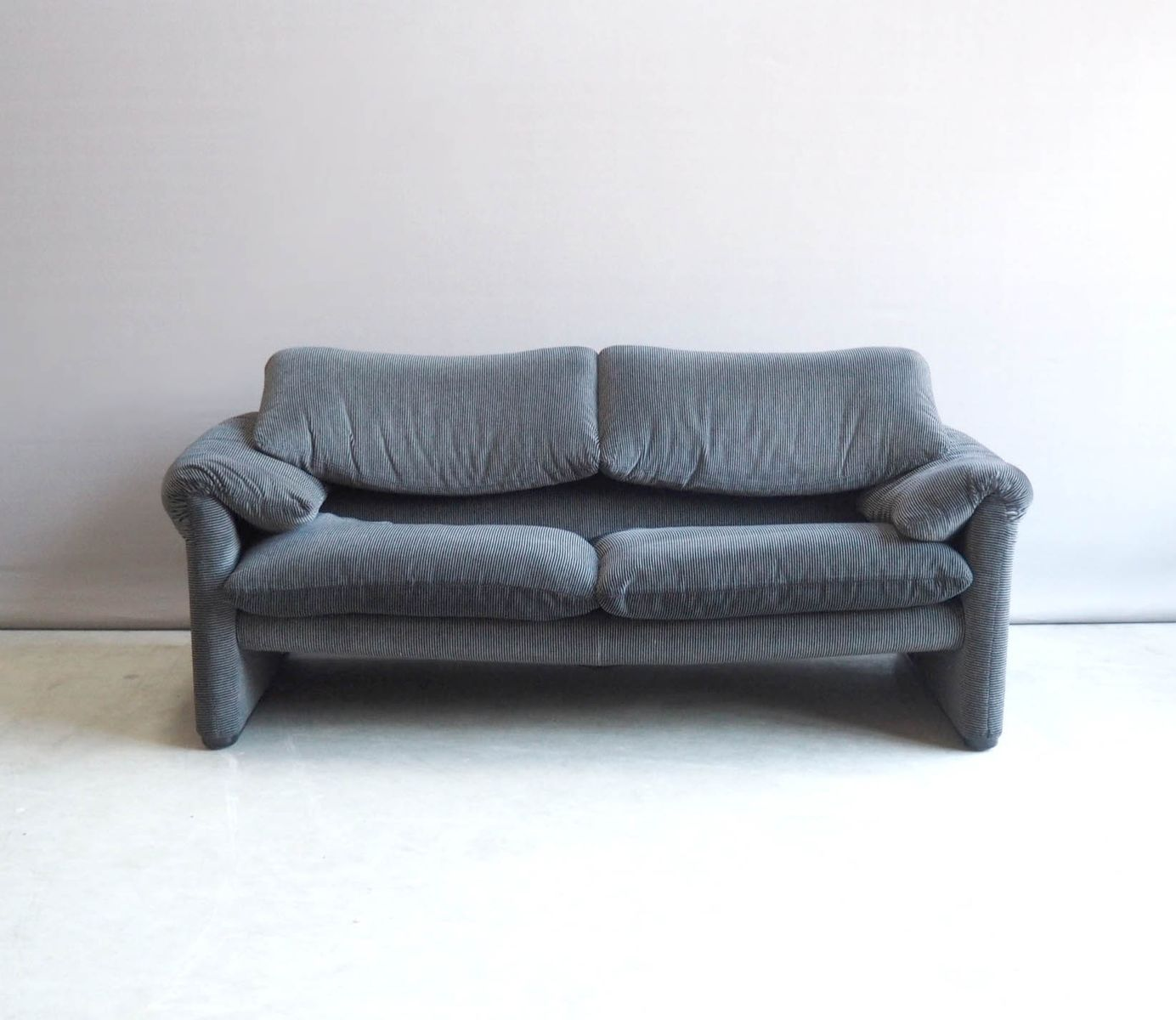 italienisches zwei sitzer maralunga sofa von vico magistretti f r cassina 1980er bei pamono kaufen. Black Bedroom Furniture Sets. Home Design Ideas
