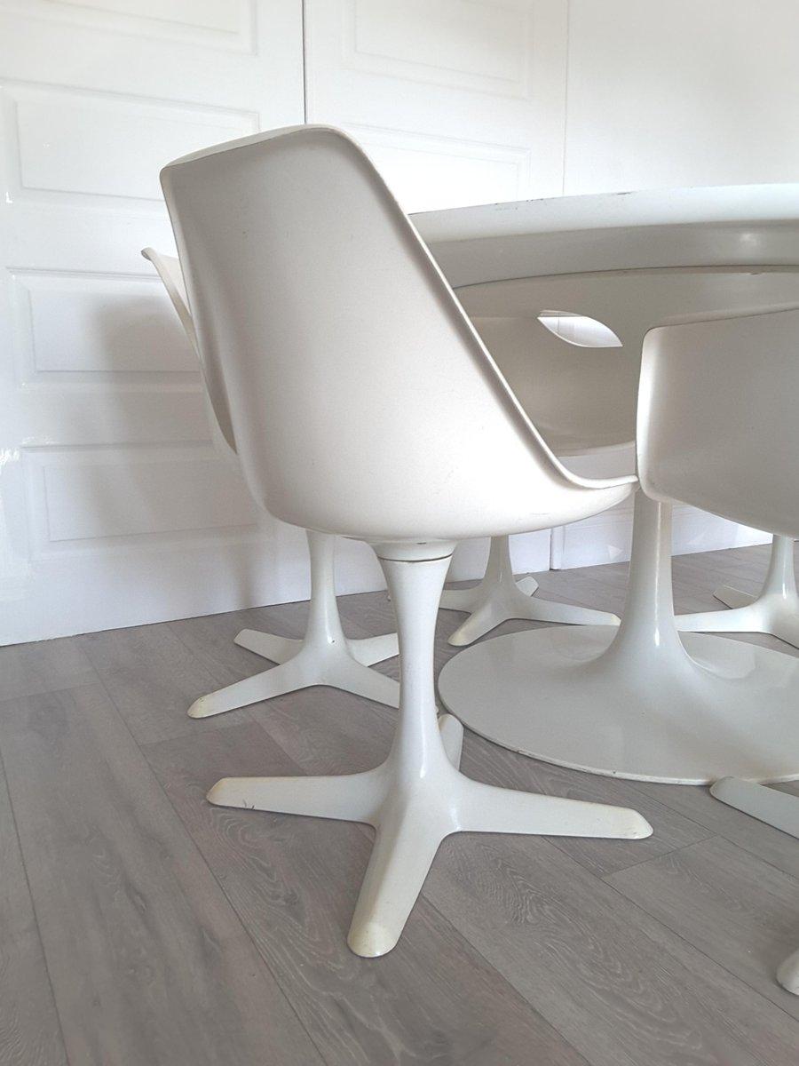 Grande table de salle manger ronde tulip et six chaises for Table de salle a manger grande taille