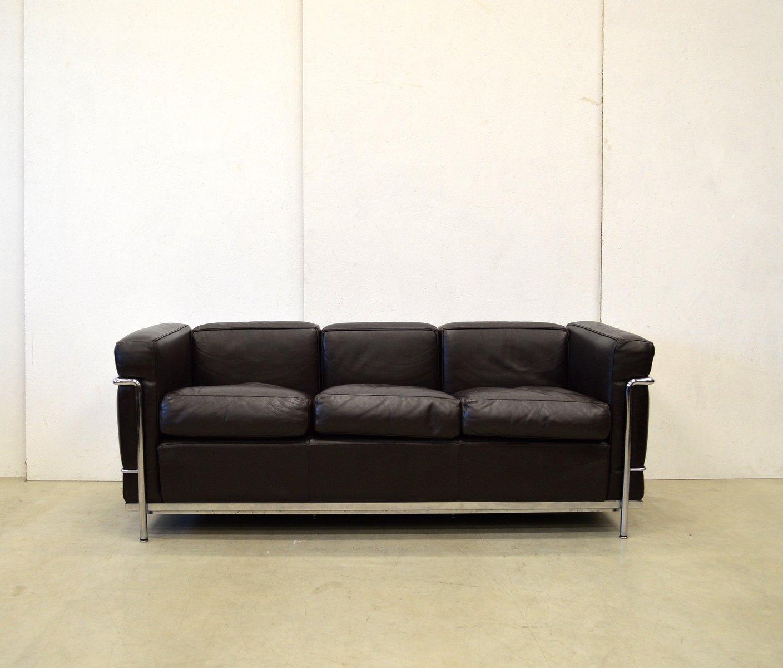set de salon lc2 par le corbusier pour cassina 1980s en vente sur pamono. Black Bedroom Furniture Sets. Home Design Ideas