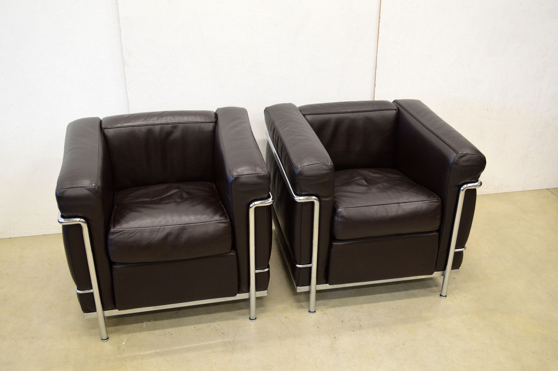 set de salon lc2 par le corbusier pour cassina 1980s en vente sur pamono. Black Bedroom Furniture Sets. Home Design Ideas