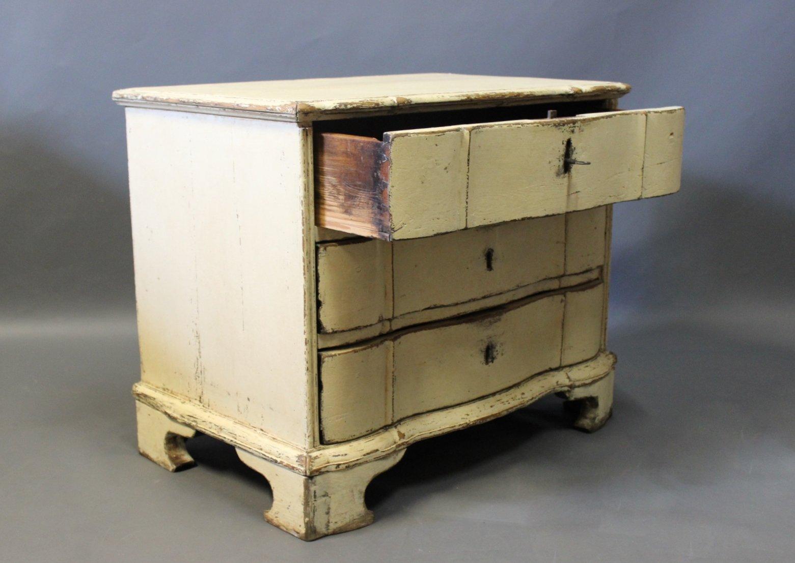 petite commode tiroirs baroque en bois peint danemark 1760s en vente sur pamono. Black Bedroom Furniture Sets. Home Design Ideas