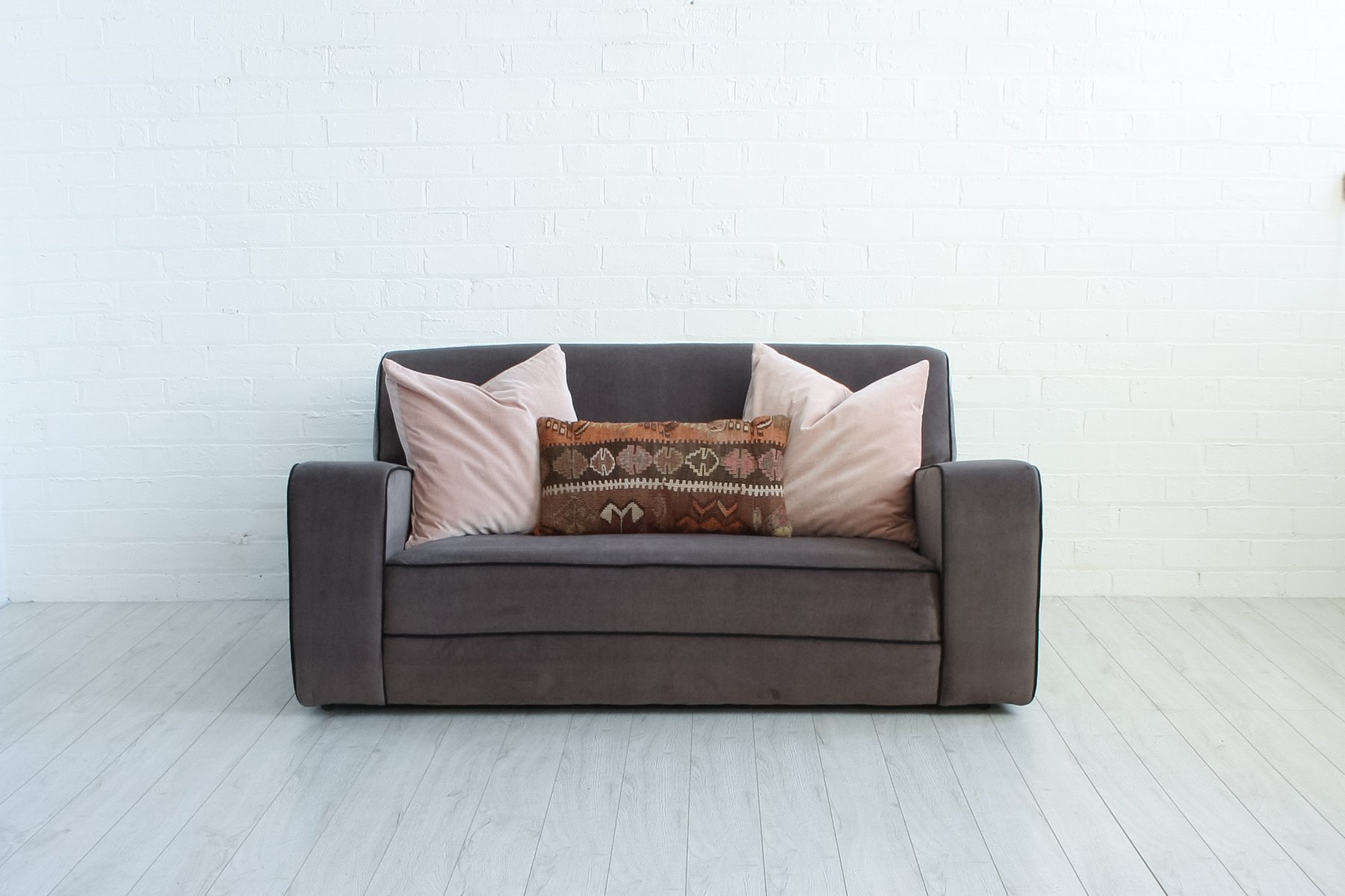 vintage art deco velvet sofa for sale at pamono. Black Bedroom Furniture Sets. Home Design Ideas
