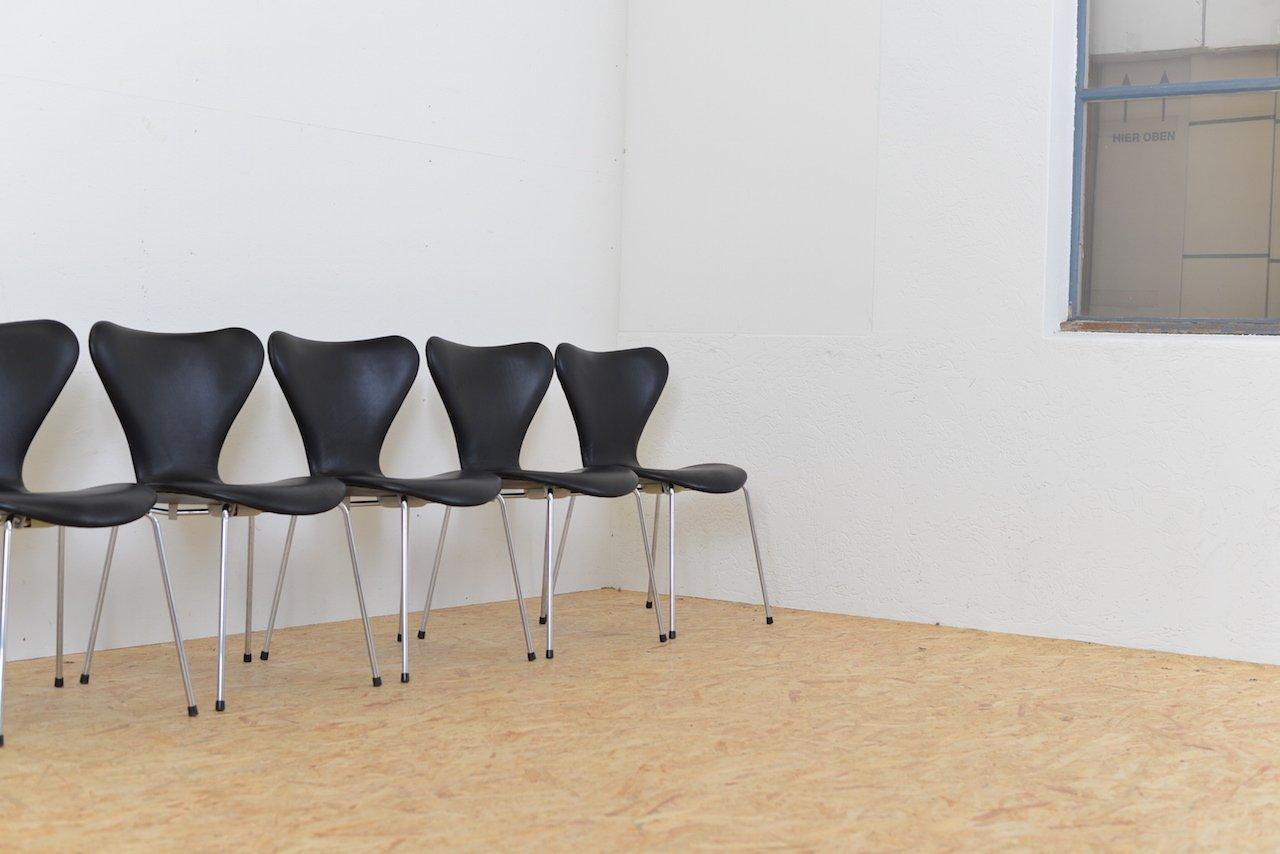 d nische mid century 3107 st hle von arne jacobsen f r. Black Bedroom Furniture Sets. Home Design Ideas