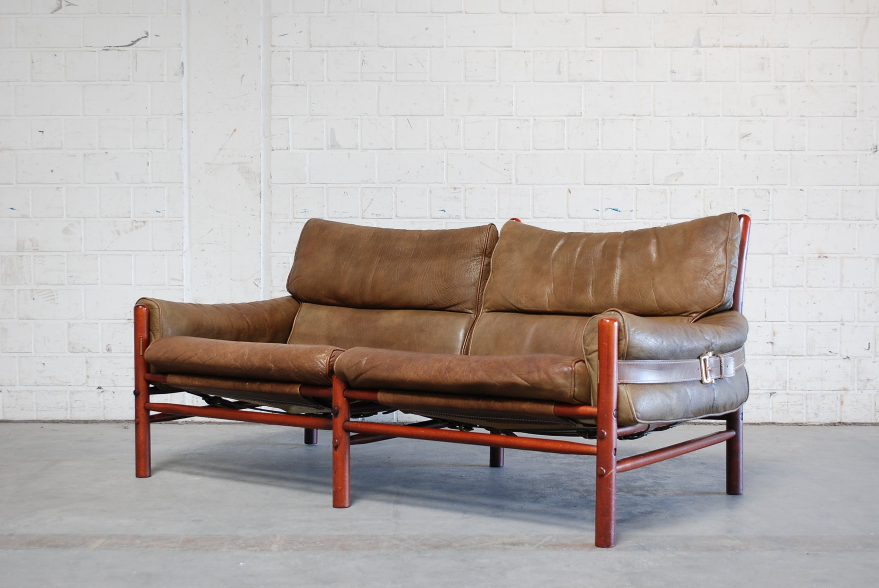 vintage kontiki 2 sitzer ledersofa von arne norell bei pamono kaufen. Black Bedroom Furniture Sets. Home Design Ideas