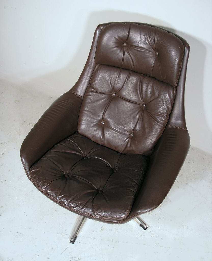 Vintage danish leather swivel lounge chair by h w klein for Swivel club chair leather