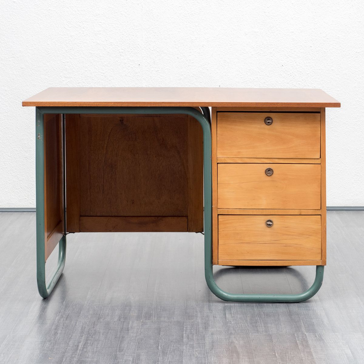 bureau industriel en h tre en acier tubulaire 1950s en vente sur pamono. Black Bedroom Furniture Sets. Home Design Ideas