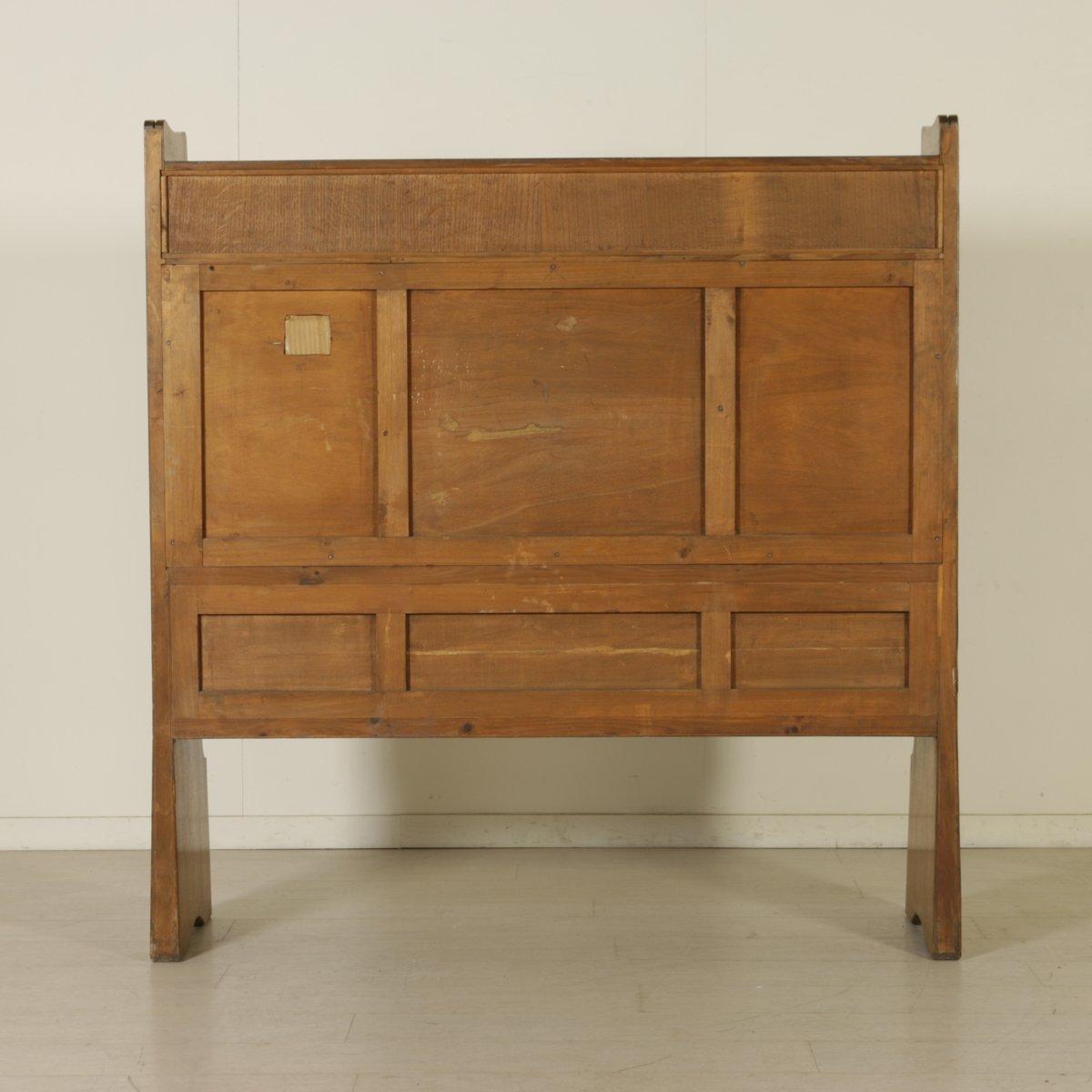 italienischer vintage schrank mit schnitzereien und. Black Bedroom Furniture Sets. Home Design Ideas
