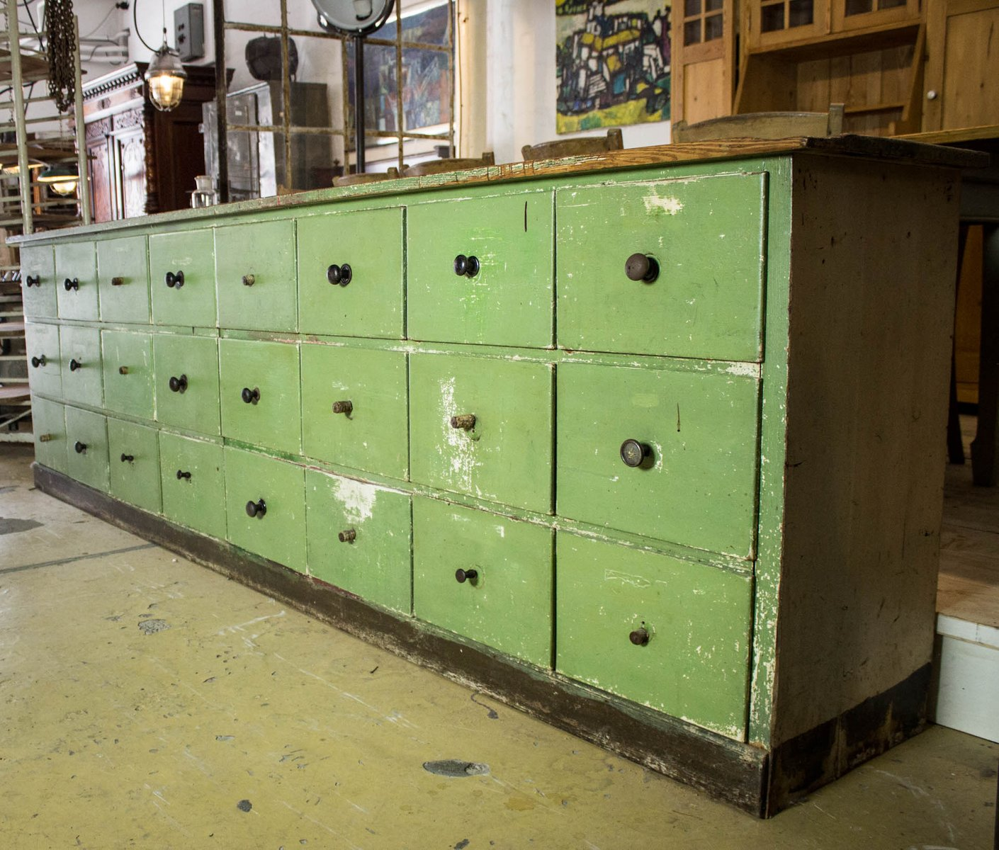 Mobile antico verde con cassetti in vendita su pamono - Sverniciare mobile antico ...