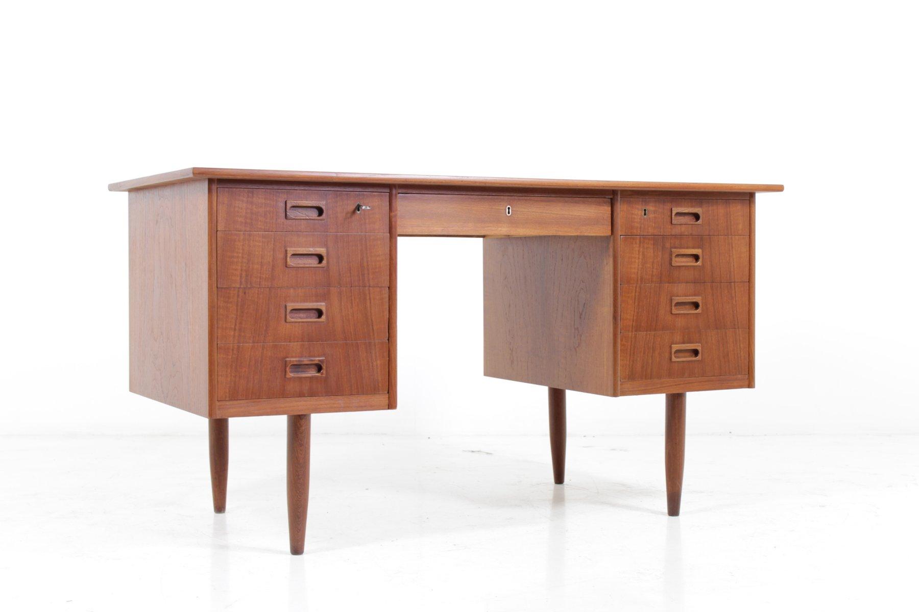 bureau mid century en teck danemark 1960s en vente sur pamono. Black Bedroom Furniture Sets. Home Design Ideas