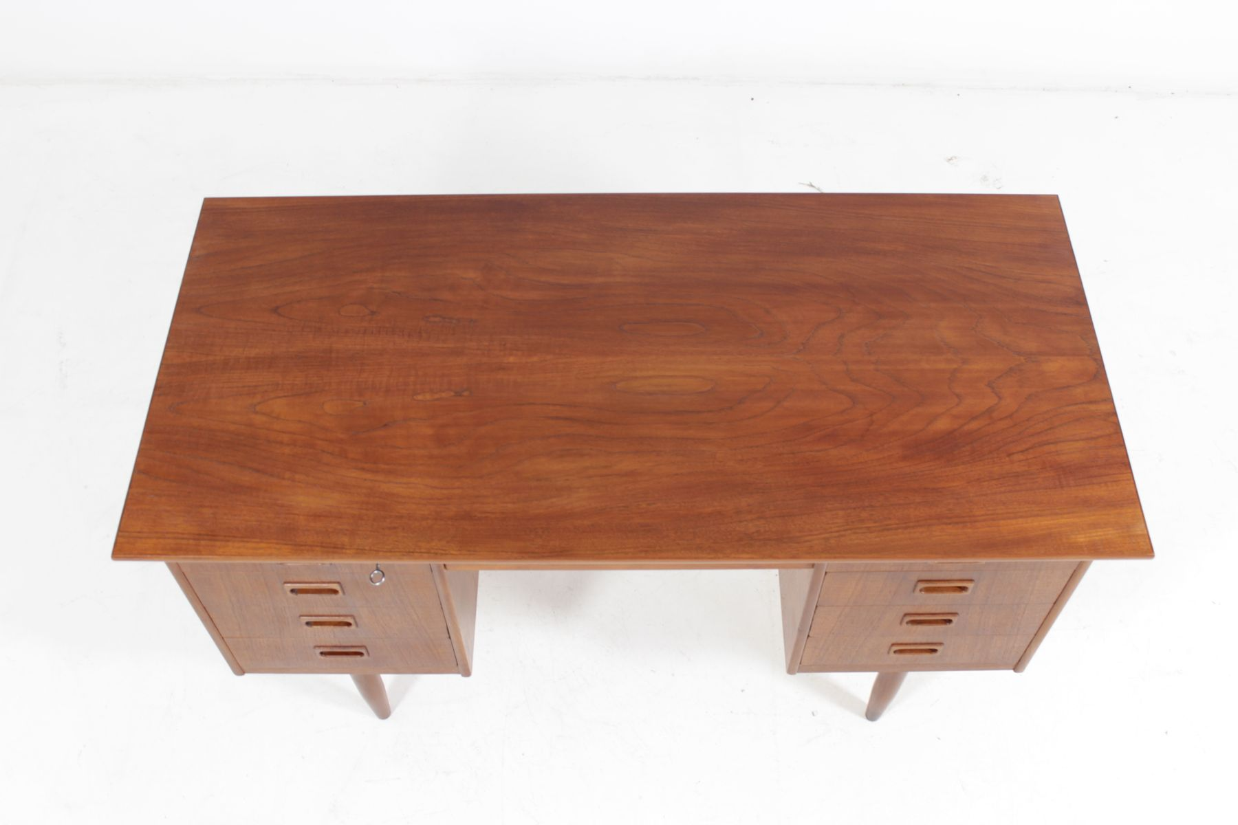 teak writing desk This small-scale, clean-lined beacon writing desk is so versatile—it'll work  perfectly  all the great storage and organizational features this writing desk has  to offer  desk we are very happy with the quality of the desk it is well made  and the.