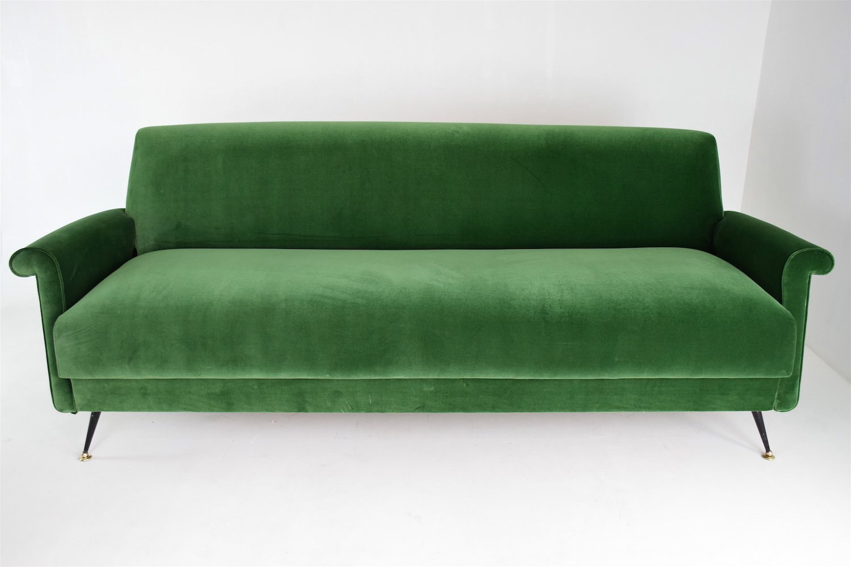canap mid century en velours vert italie en vente sur pamono. Black Bedroom Furniture Sets. Home Design Ideas