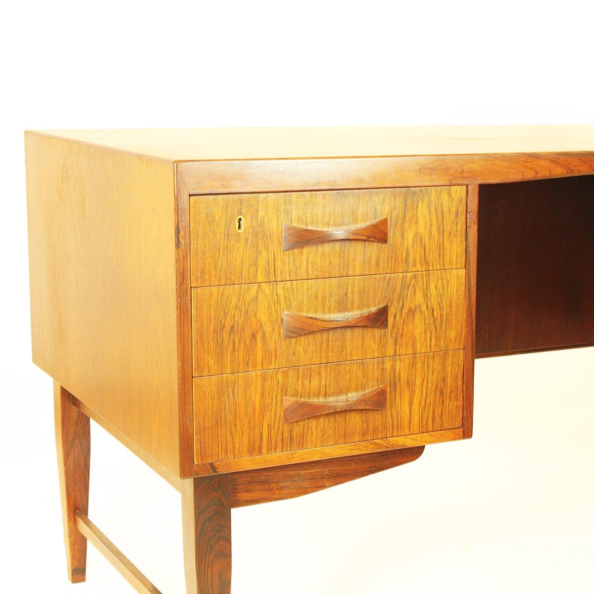 Bureau avec tiroirs et tag res en palissandre danemark for Bureau 9 tiroirs