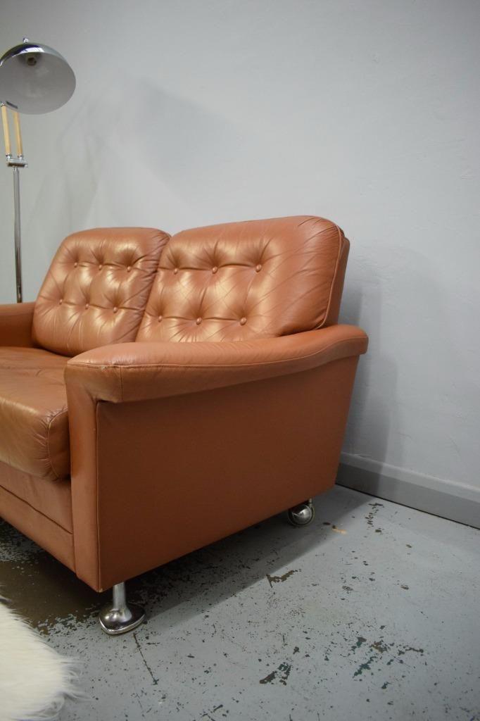 Canap deux places en cuir marron danemark 1970s en for Canape deux places