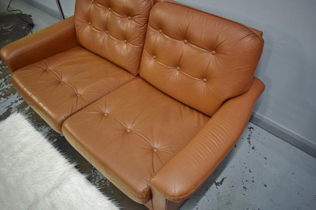 canap deux places en cuir marron danemark 1970s en. Black Bedroom Furniture Sets. Home Design Ideas