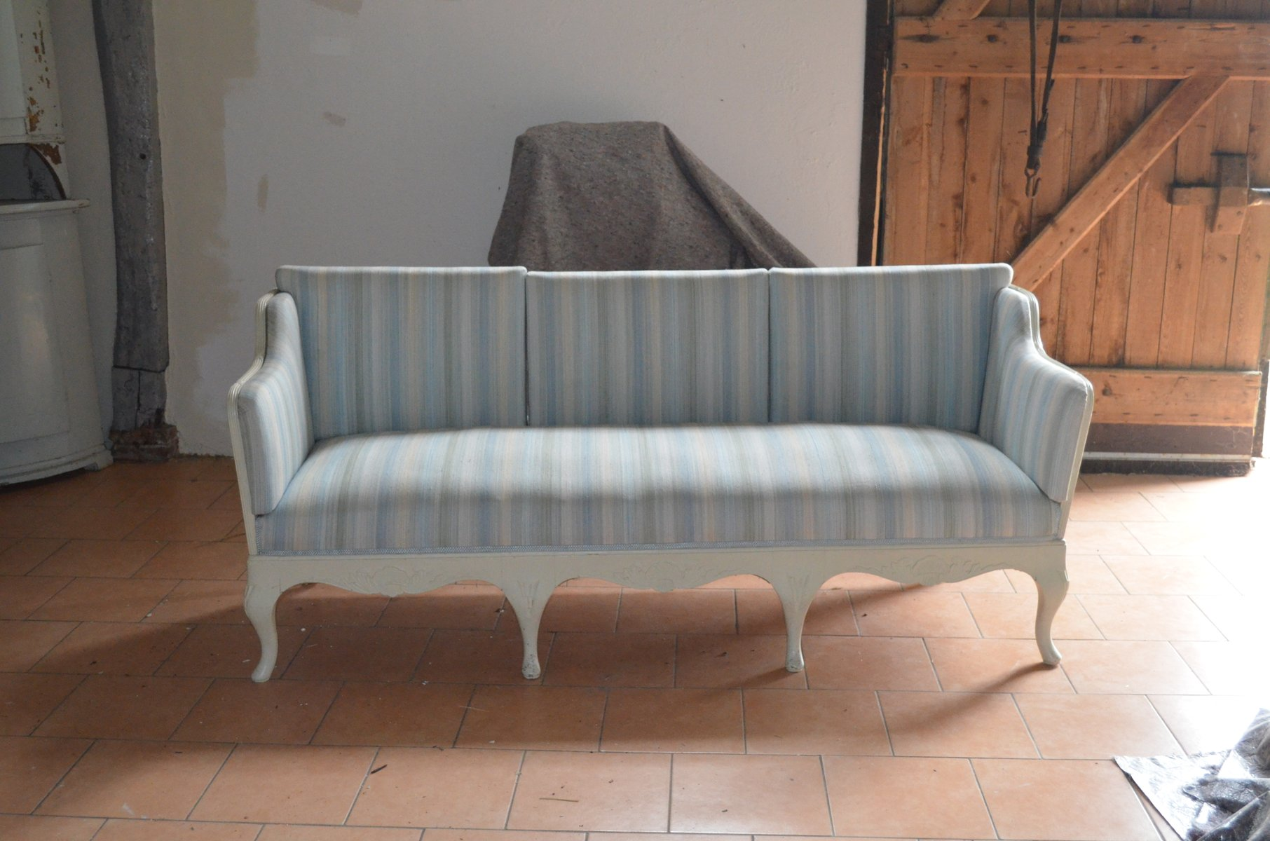 Barockes schwedisches landhaus sofa bei pamono kaufen barockes schwedisches landhaus sofa parisarafo Images