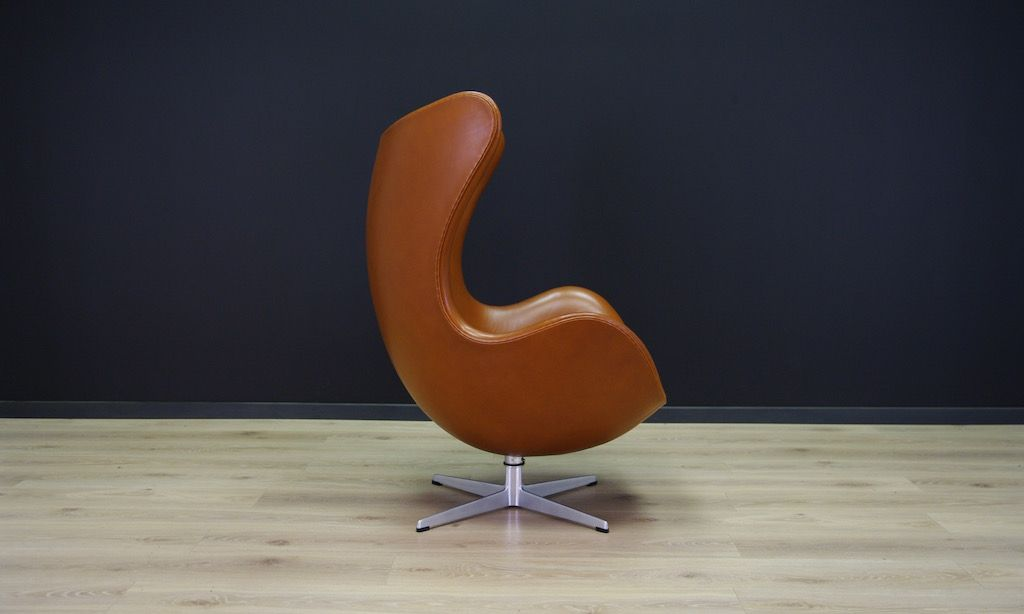 cognacfarbener leder egg chair von arne jacobsen f r fritz. Black Bedroom Furniture Sets. Home Design Ideas