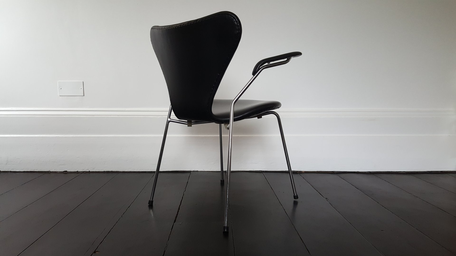 Model 3207 Series 7 Armchair in Faux Leather by Arne Jacobsen for