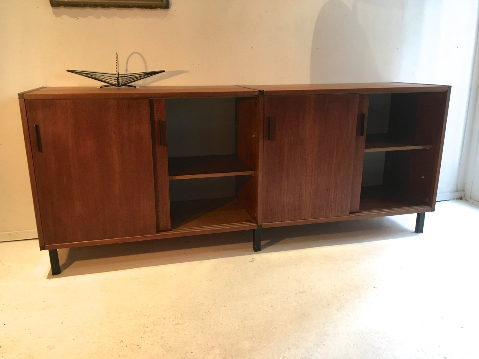 vintage teak sideboard mit schiebet ren von cees braakman f r pastoe bei pamono kaufen. Black Bedroom Furniture Sets. Home Design Ideas