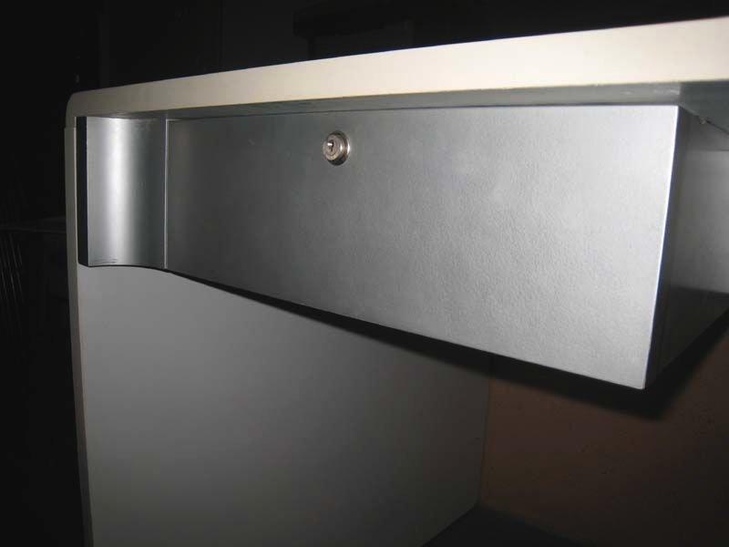 wei er vintage schreibtisch aus laminat geb rstetem stahl bei pamono kaufen. Black Bedroom Furniture Sets. Home Design Ideas