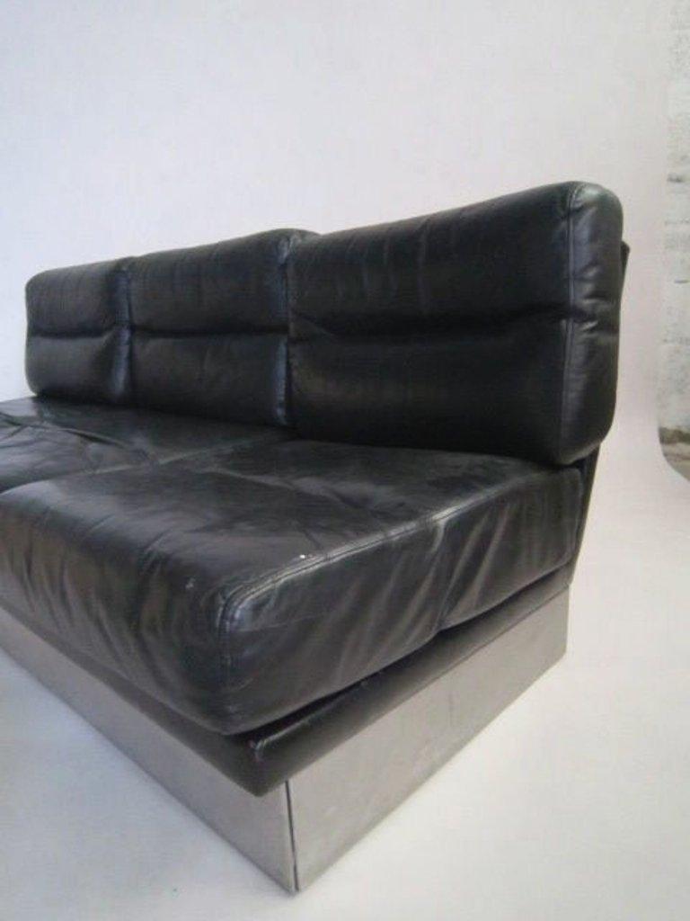 Canap vintage en cuir et paire de chaises par jacques for Prix canape roche bobois cuir