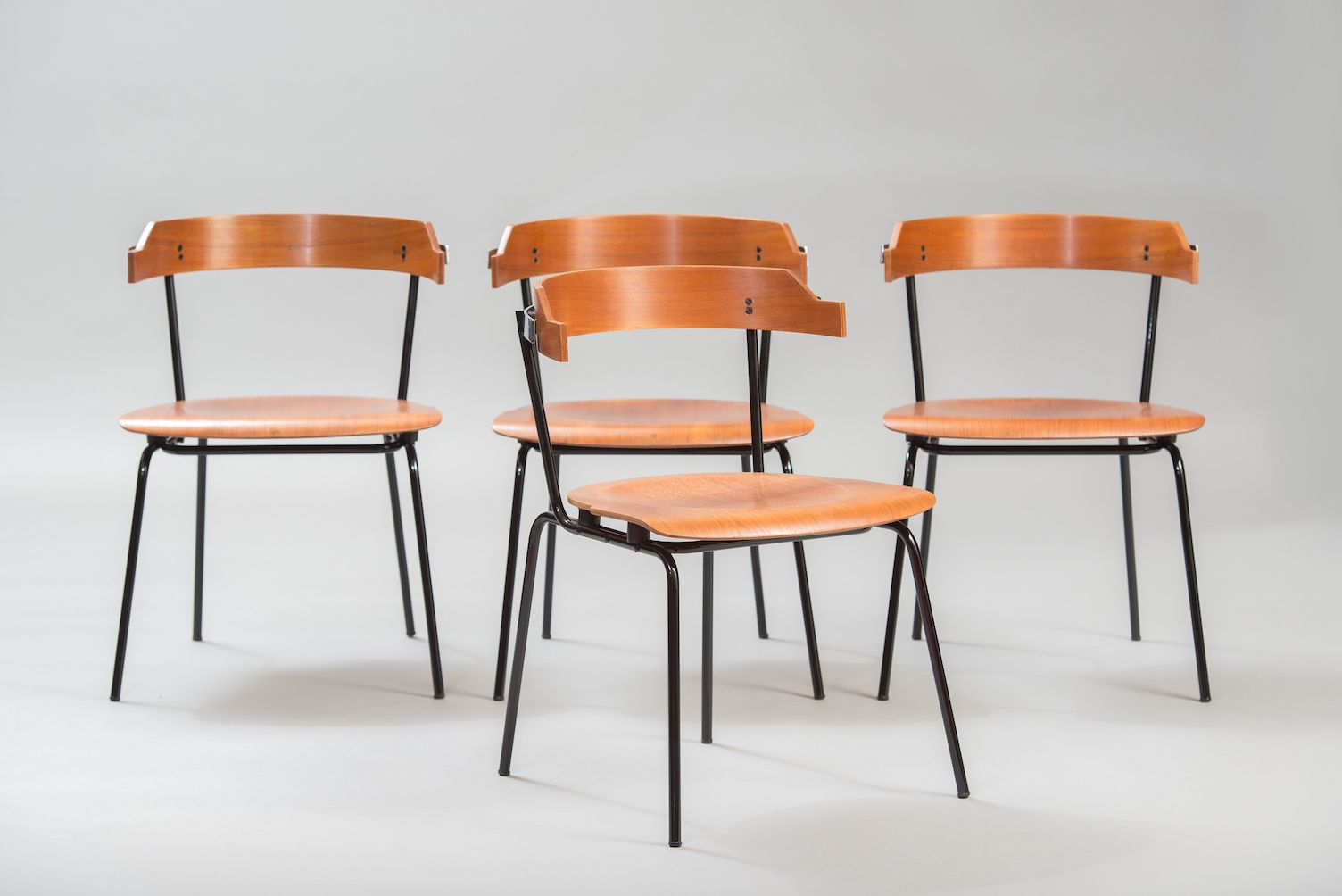 Vintage italian dining chairs set of 4 for sale at pamono for Italian dining furniture