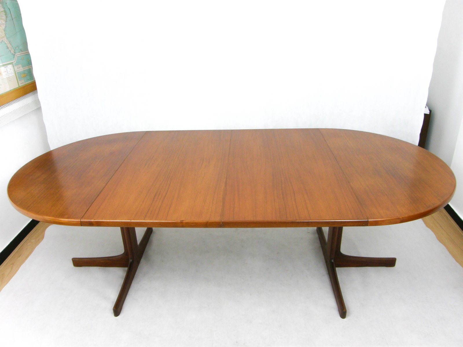Danish extendable round table in teak 1960s for sale at for Table ronde laquee blanc extensible