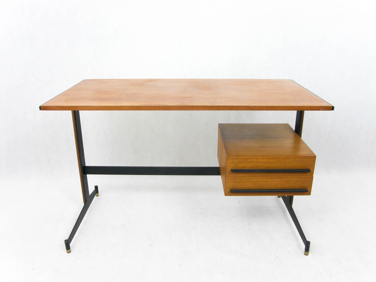 italian writing desk Italydesign, a progressive, cutting edge factory direct importer of stylish modern furniture and contemporary furniture, is located in the san francisco bay area.