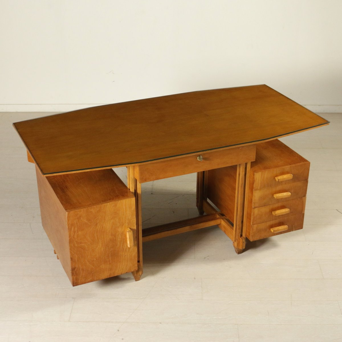 bureau en contreplaqu de bouleau avec plateau en verre italie 1950s en vente sur pamono. Black Bedroom Furniture Sets. Home Design Ideas