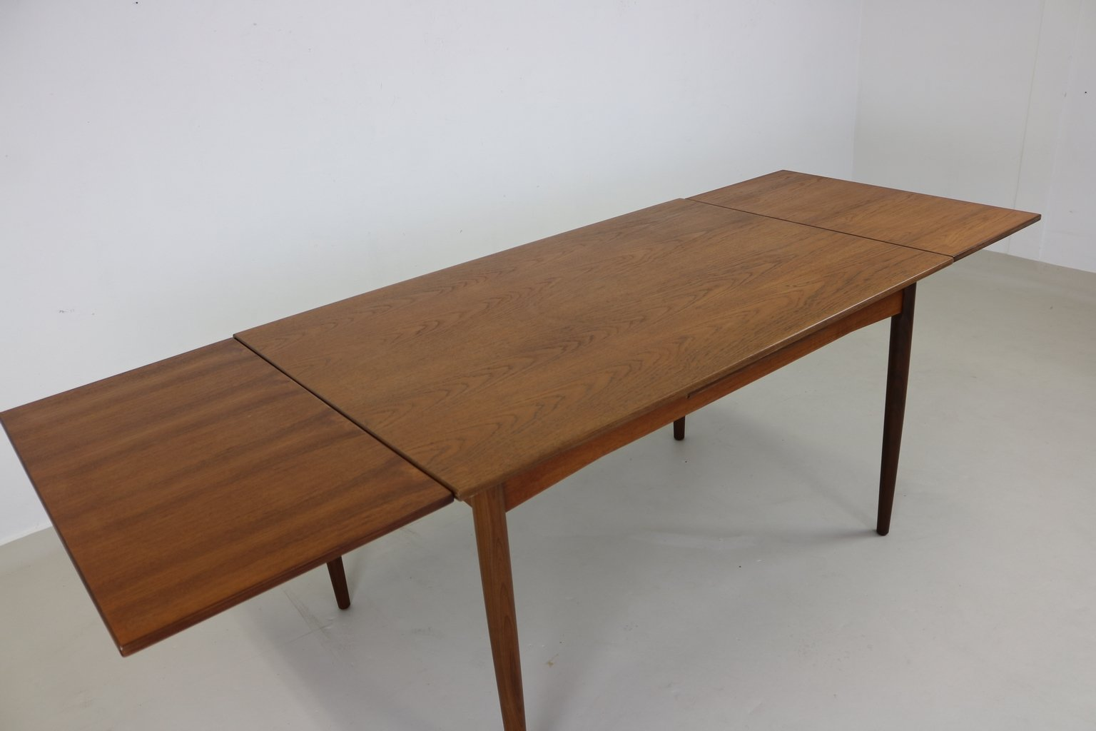 Table de salle manger en teck danemark 1965 en vente for Table salle a manger 3 suisses