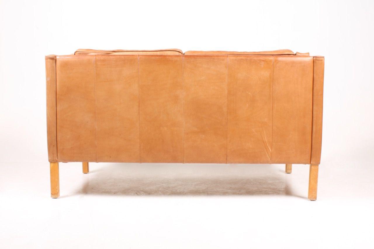 hellbraunes d nisches ledersofa 1980er bei pamono kaufen. Black Bedroom Furniture Sets. Home Design Ideas