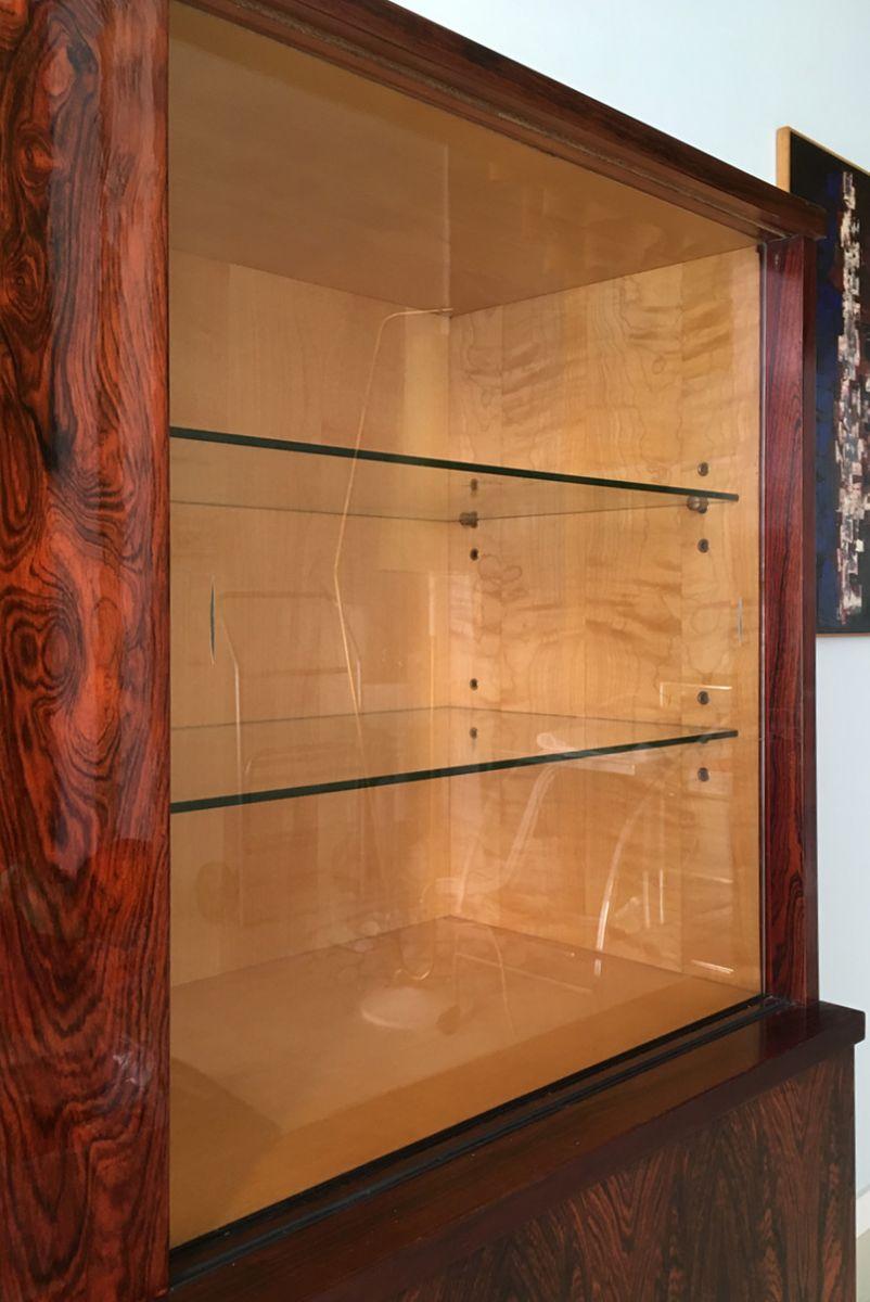 Meuble de rangement finition brillante en palissandre for Finition de meuble