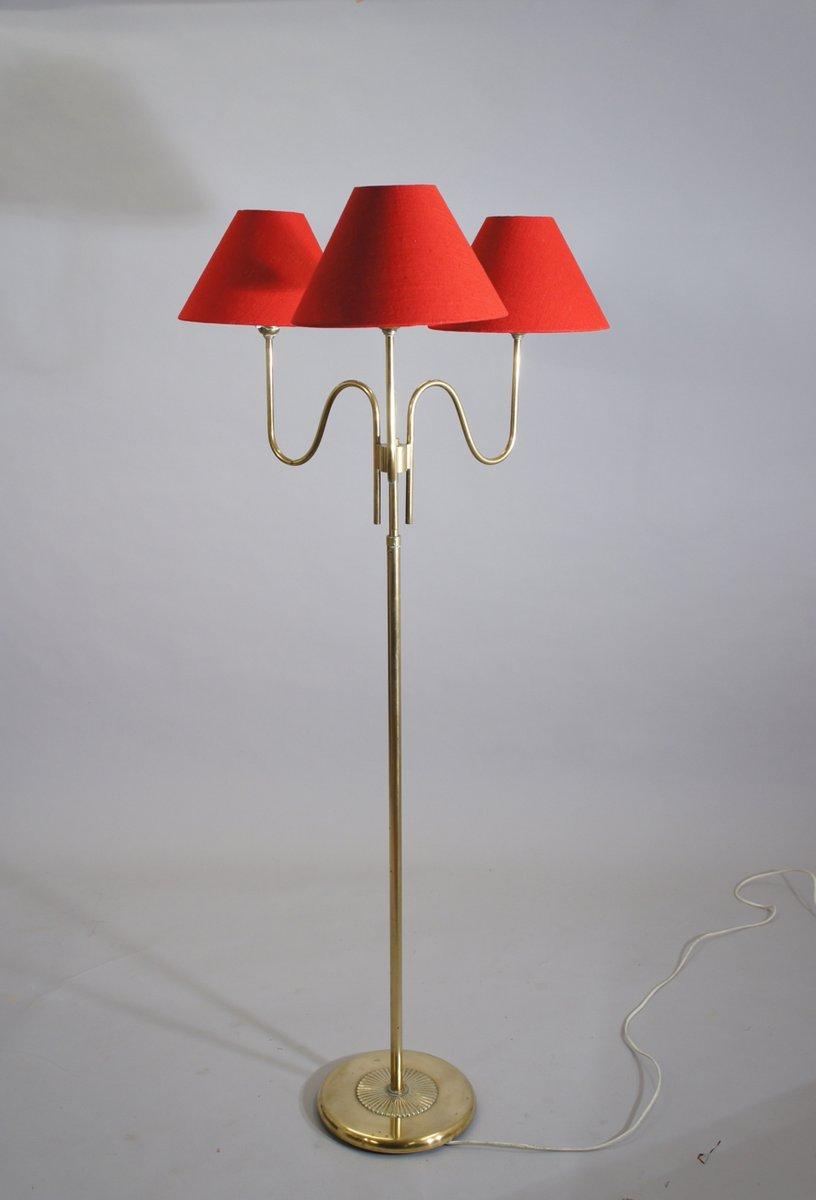 messing stehlampe mit drei armen und roten schirmen bei pamono kaufen. Black Bedroom Furniture Sets. Home Design Ideas