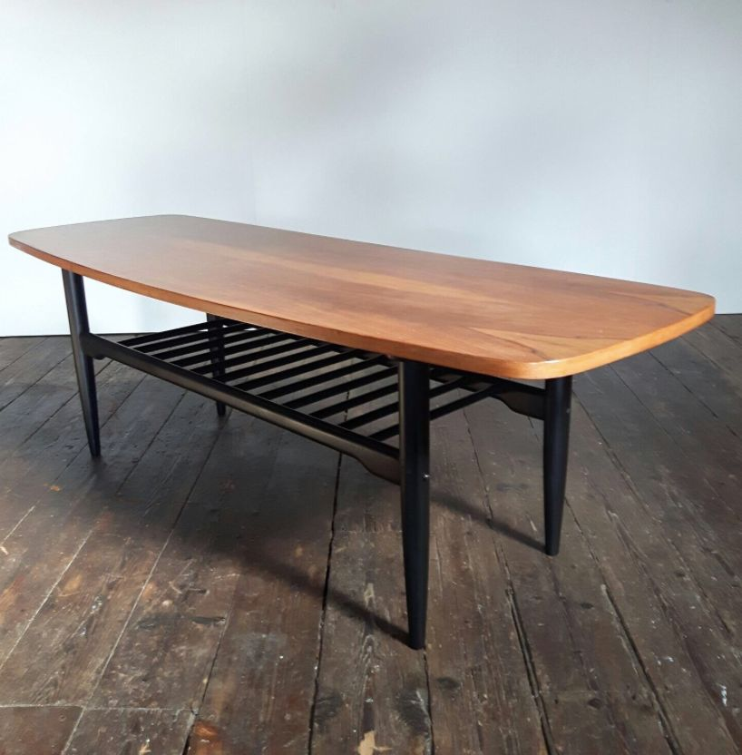 Table basse lounge mid century en bois de noyer en vente - Longue table en bois ...