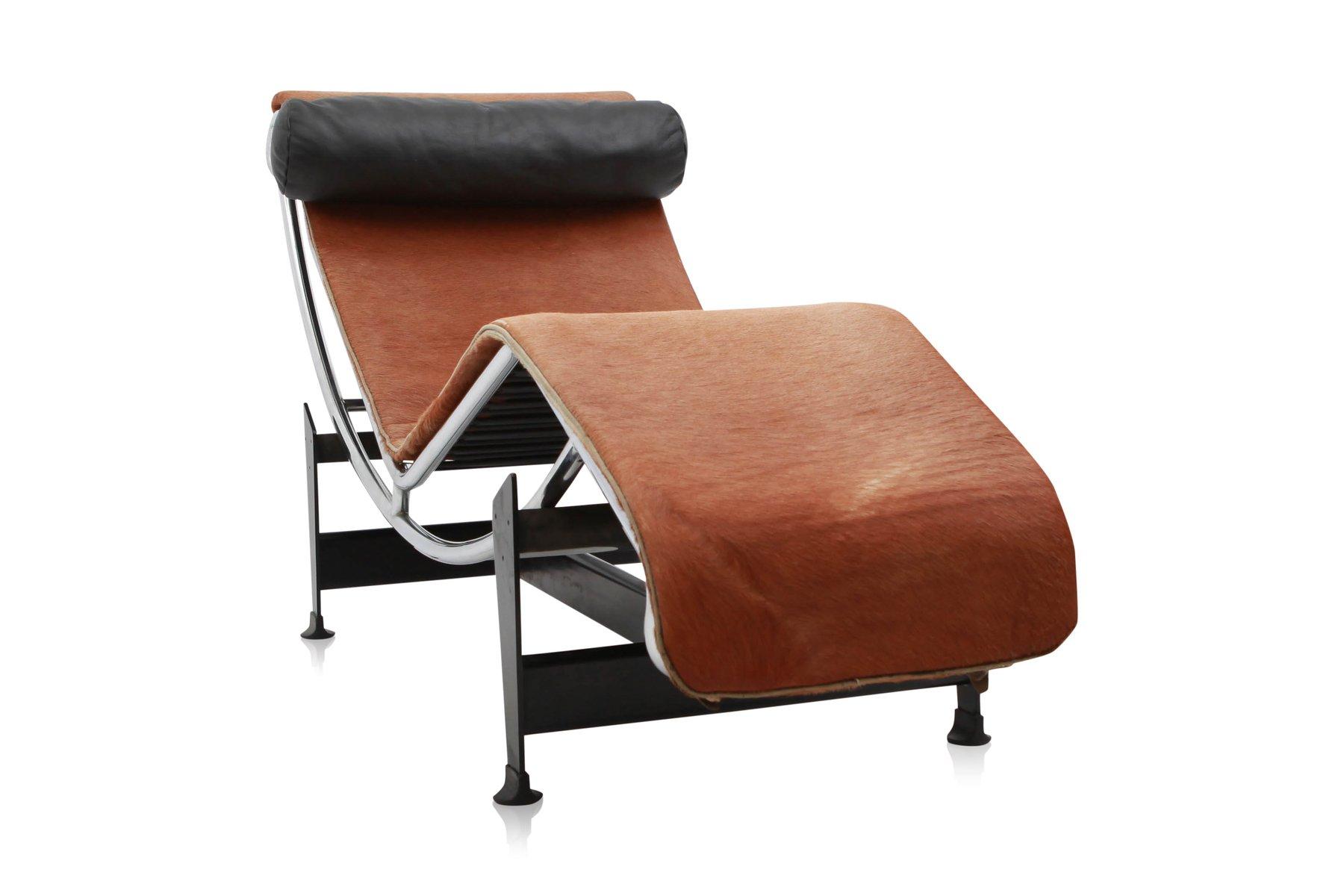 fauteuil lounge lc4 pony par le corbusier pour cassina 1960s en vente sur pamono