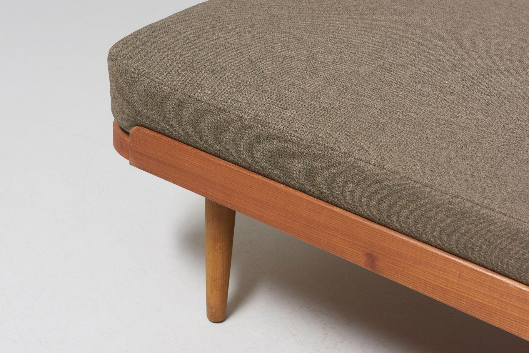 kiefernholz tagesbett mit offenlegungen 1960er bei pamono. Black Bedroom Furniture Sets. Home Design Ideas