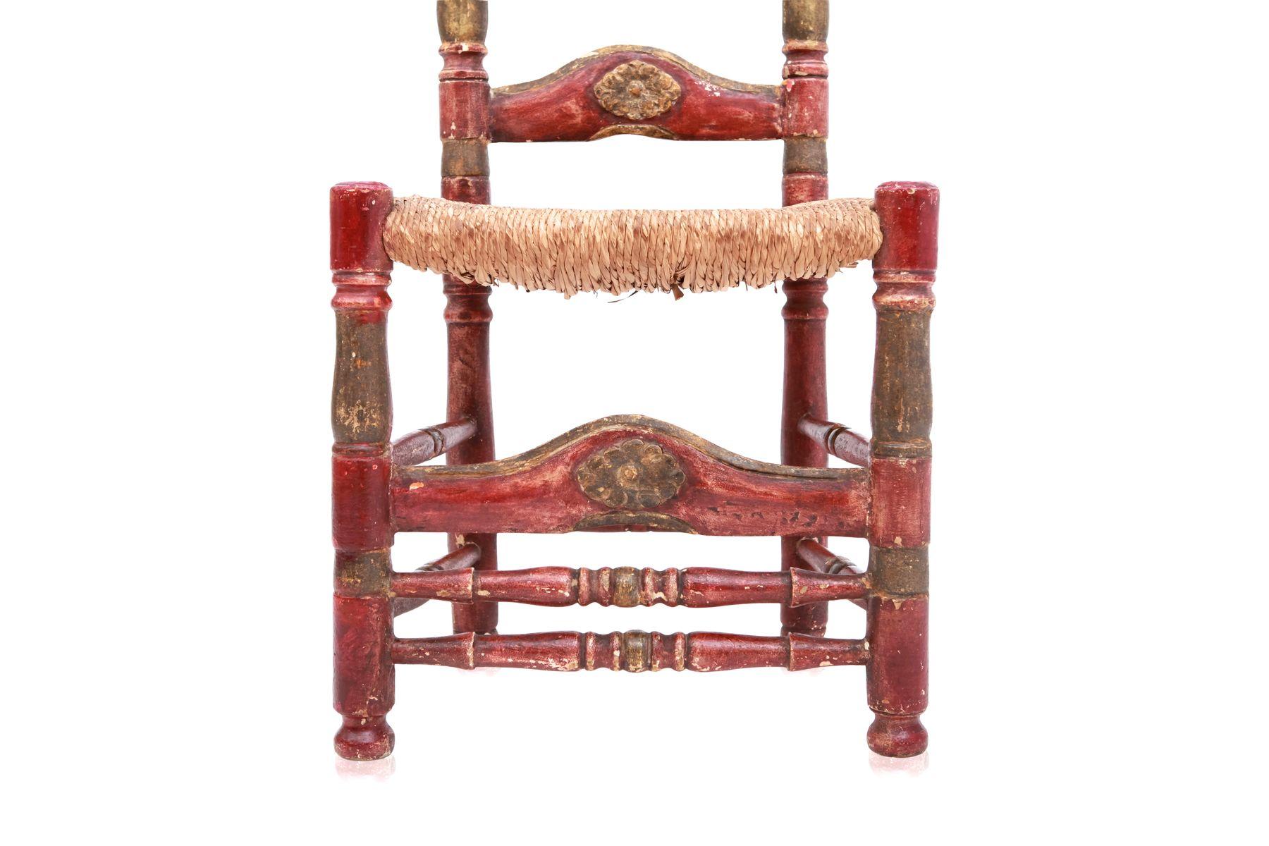 zeremonielle antike spanische st hle in gr n rot 2er set bei pamono kaufen. Black Bedroom Furniture Sets. Home Design Ideas
