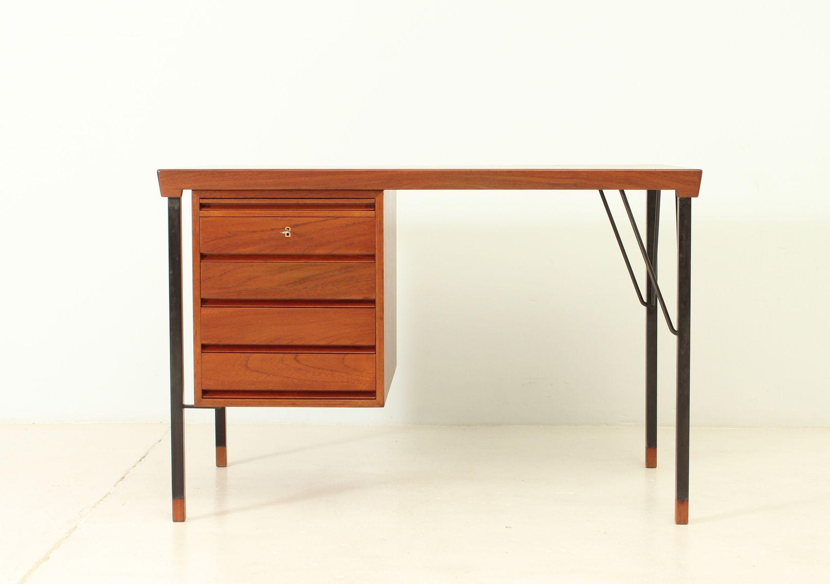 kleiner schreibtisch von christian hvidt orla m lgaard nielsen f r s borg m belfabrik 1960er. Black Bedroom Furniture Sets. Home Design Ideas