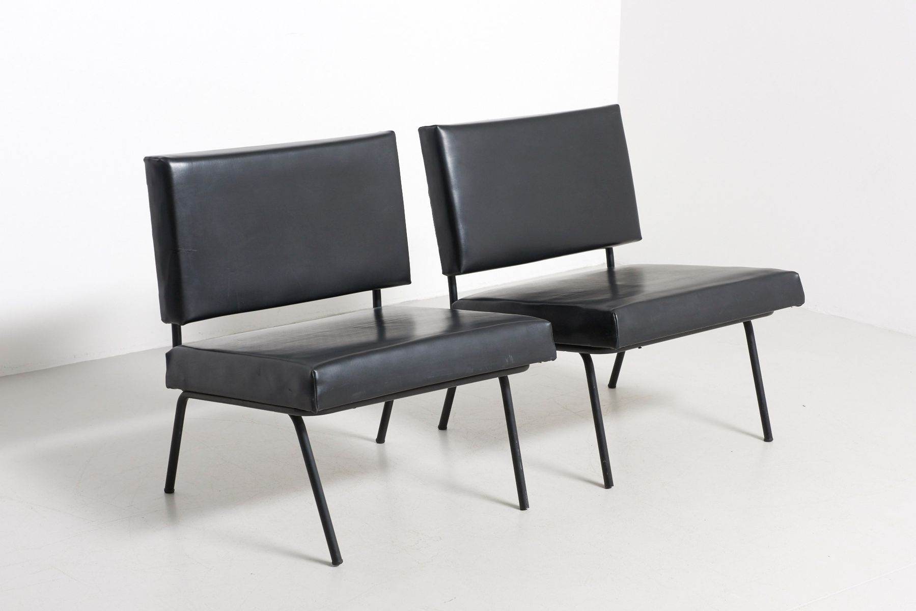 st hle aus schwarzem skai leder von florence knoll f r knoll 1950er 2er set bei pamono kaufen. Black Bedroom Furniture Sets. Home Design Ideas